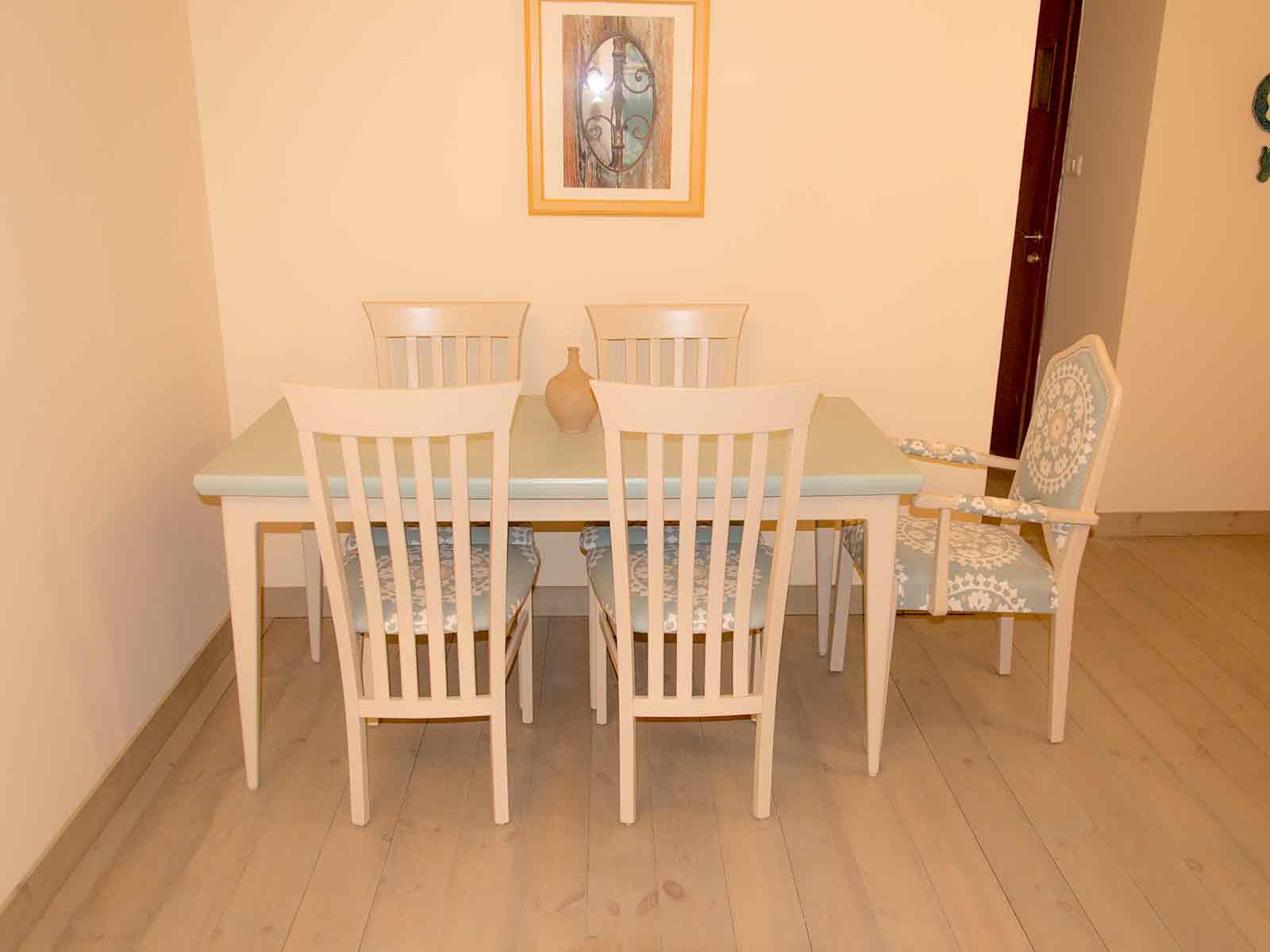 מעשה בכיסא - סטודיו רהיטים מחודשים
